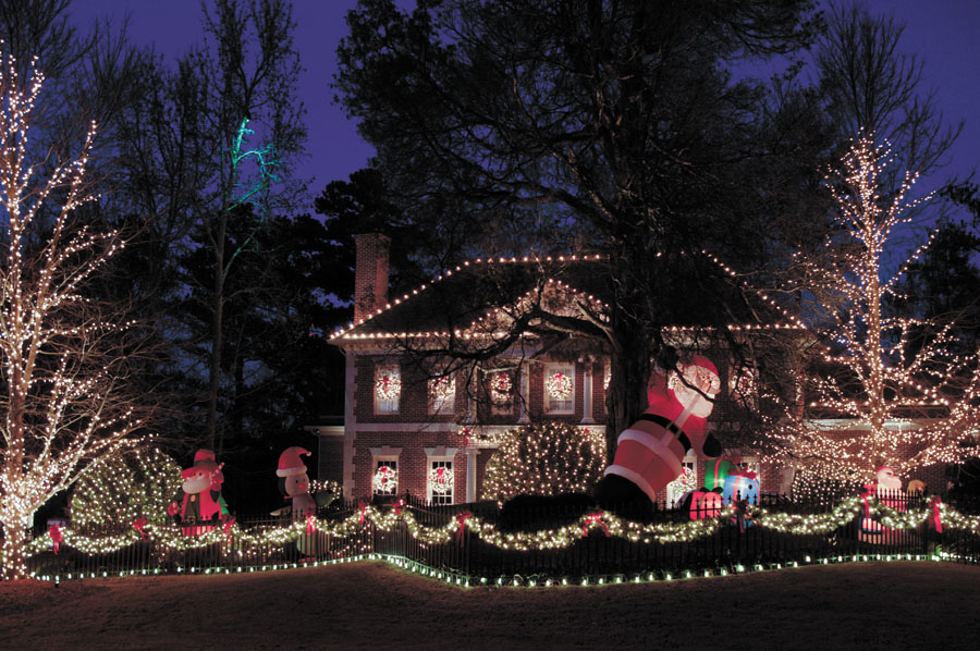 The Giesleru0027s residence at 142 Randall Court NW in Buckhead. & Lights camera action: Christmas is a time to decorate - Reporter ... azcodes.com