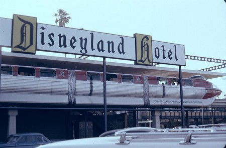 The original Disneyland Monorail stopped at the Disneyland Hotel station in 1963. (Photo by Robert J. Boser/EditorASC, http://www.airlinesafety.com/editorials/AboutTheEditor.htm. Photo used under Creative Commons license.)