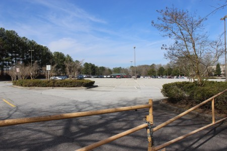Brookhaven's MARTA parking lot sits mostly empty. (Photo Dyana Bagby)