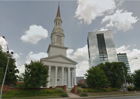 A Google Earth image of Wieuca Road Baptist Church main entrance.