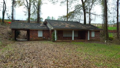 Plan for vacant houses could expand a Sandy Springs park